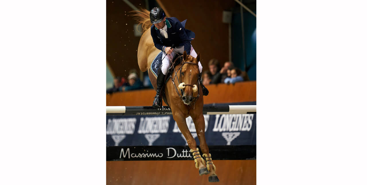 Thumbnail for Ireland's Denis Lynch takes the Longines Grand Prix at La Coruña