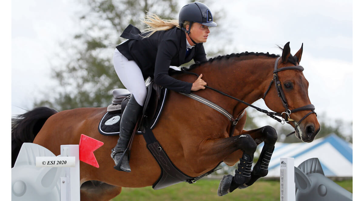 Thumbnail for VanderVeen wins, Beth Underhill 3rd in $25,000 SmartPak Grand Prix