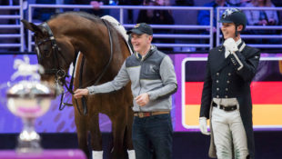 Having a laugh during the prizegiving at the FEI Dressage World Cup™ Final 2017 in Omaha (USA) where Hester and Nip Tuck finished third. (L-r) Nip Tuck, groom Alan Davies and Carl Hester. (FEI/Cara Grimshaw)