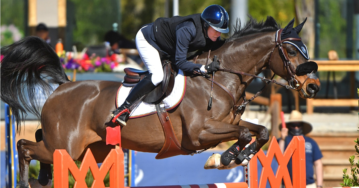 Thumbnail for Count Me In and Beth Underhill Win the FEI $36,600 1.45m at DIHP