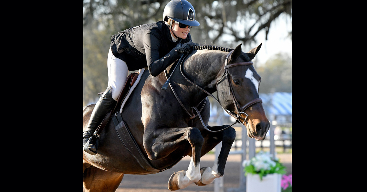 Thumbnail for Cassandra Kahle Rides Haldette to Victory in $10,000 Hunter Prix